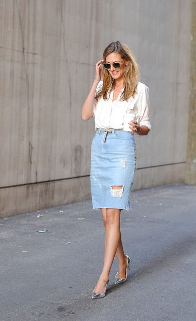 My next purchase, a distressed denim skirt.  I used to rock a denim skirt over 10 years ago and am really happy they're back!